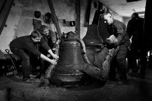rozbijanie-plaszcza-i-wydobywanie-surowego-dzwonu-bw